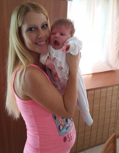 Görgényi Gabi és kislánya, Zoé Izabella