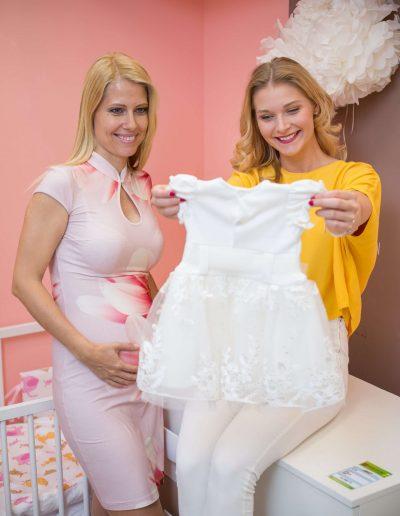 Görgényi Gabi és testvére, Fruzsi, a Barátok Közt Gigije a Trimexbaby baba ruháival